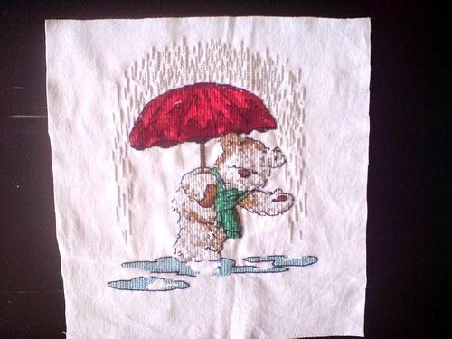 Medvídek v dešti