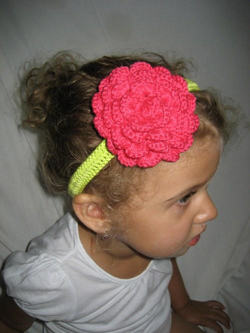 Háčkovaná čelenka s kytkou - tmavě růžová/limetka