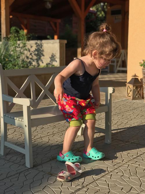 dětské kraťásky/pumpky ... SLEČNA BROUČKOVÁ
