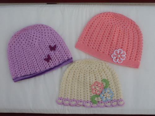Sada tří bavlněných čapek pro horké letní dny...