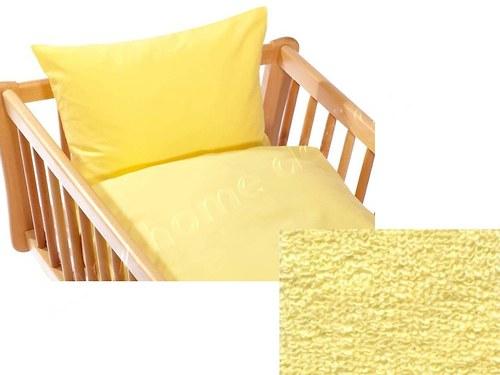 Detská posteľná bielizeň s plachtou.