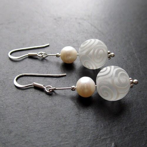 Náušnice spirálko vinutka, stříbro a perla