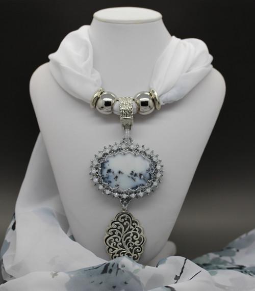 Šála s přívěskem (Dendritický opál)