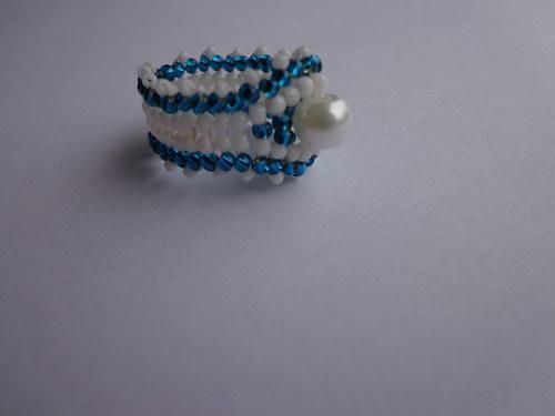 Šitý prstýnek s bílou perlou