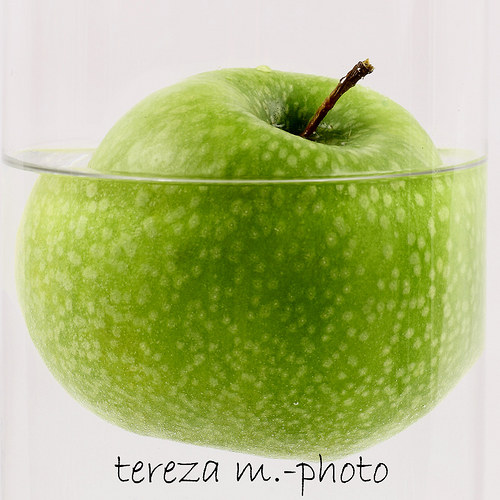 Jabko ve vodě