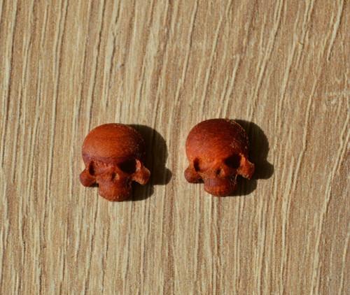 dřevěná lebka