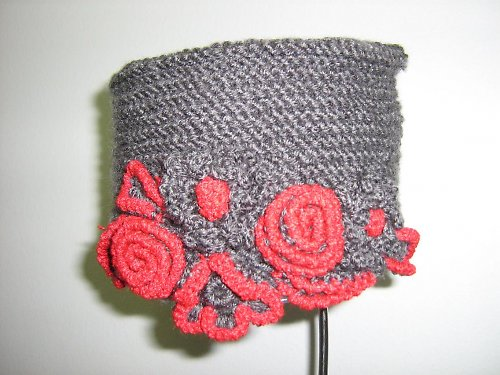 Šedivě - červená čepice TOKKA