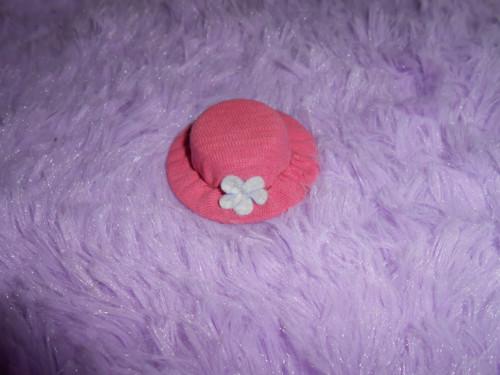 Dekorační růžový klobouček