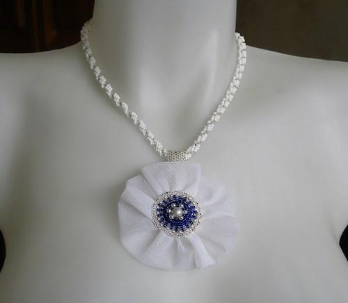 Bílý náhrdelník s květinou, i jednotlivě