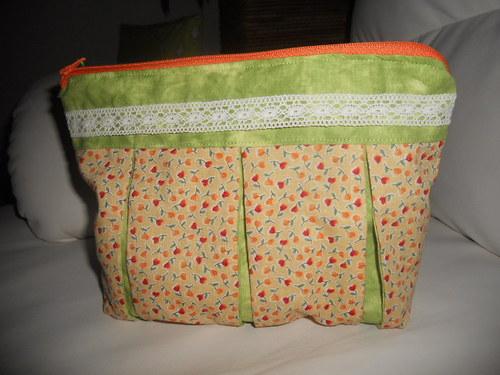 Oranžovo-zelená kapsička