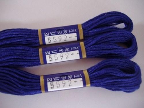 Vyšívací příze mouline - temně modrá