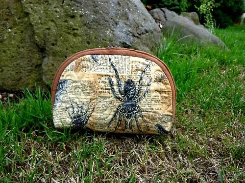 Taštička s pavouky na kosmetiku i poklady....