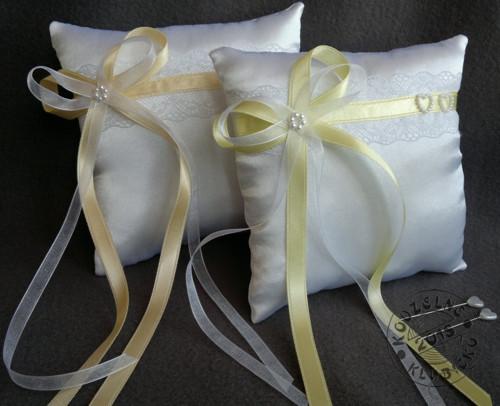 Polštářek pod prstýnky - krajka, žluté stužky