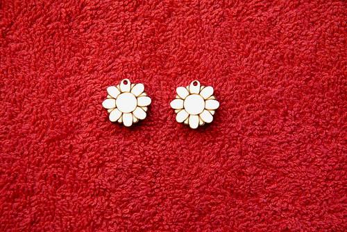 2d výřez naušnice květina pr.1,8cm