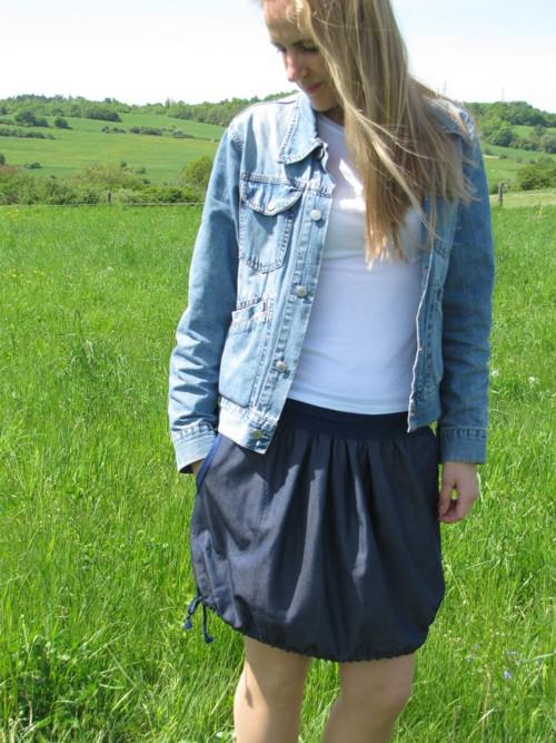 Lehká džínová sukně do A i do balónku