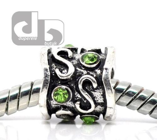 Kroužek se zeleným krystalkem na hrubý řetízek