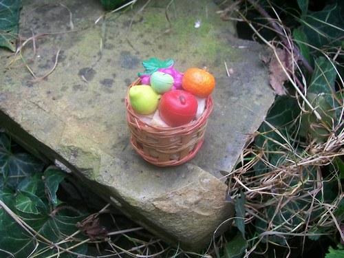 magnetka košík s ovocem 3 x 4 x 3 cm / 33,-Kč