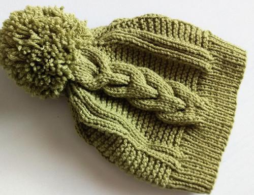 Olivová zimní ručně pletená čepice