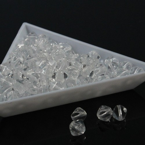 Čiré pyramidy 6 mm 40 ks