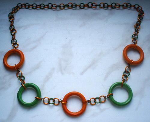 Zelené a oranžové kroužky