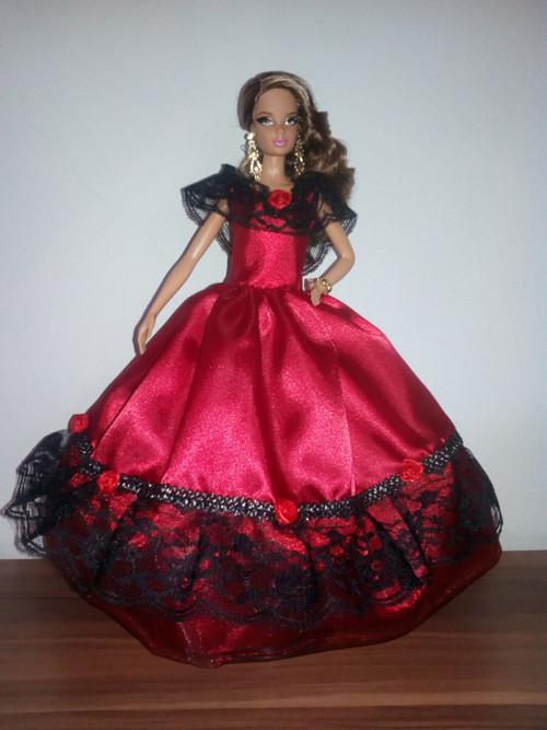 Červené šaty pro princeznu Barbie