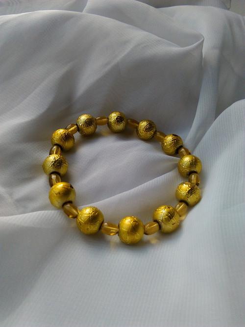 zlatavá se žlutou