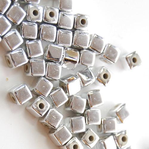 Korálky stříbrné kubík 5mmx5mm 20ks
