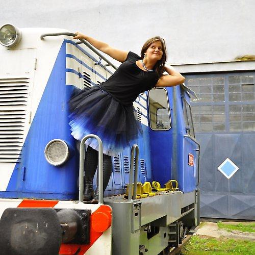 Černo-modrá tylová sukně