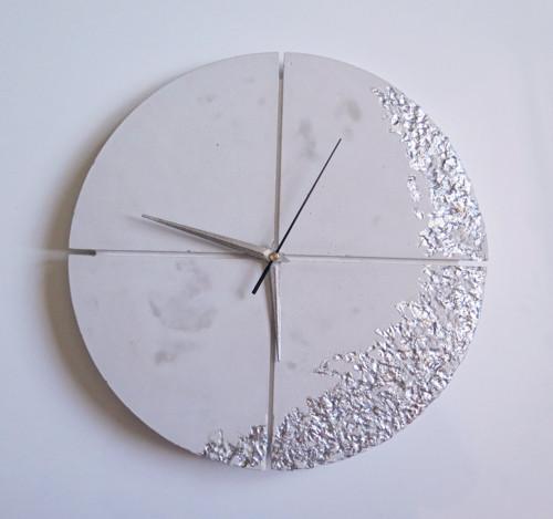 Ručne vyrobené nástenné hodiny – White silver quat