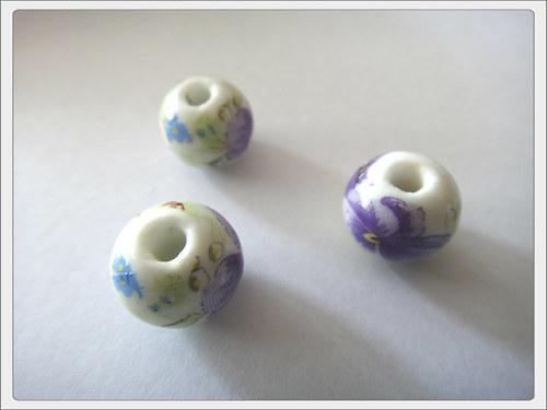 Porcelánový korálek, fialová kvítka
