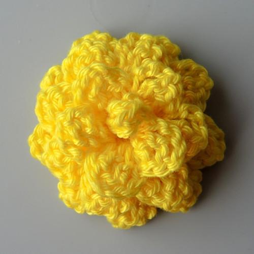 Háčkovaná růže žlutá