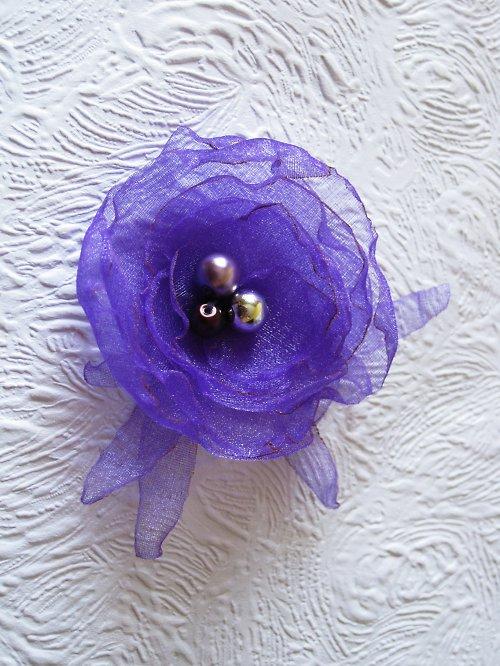 Třpytivě fialová brož