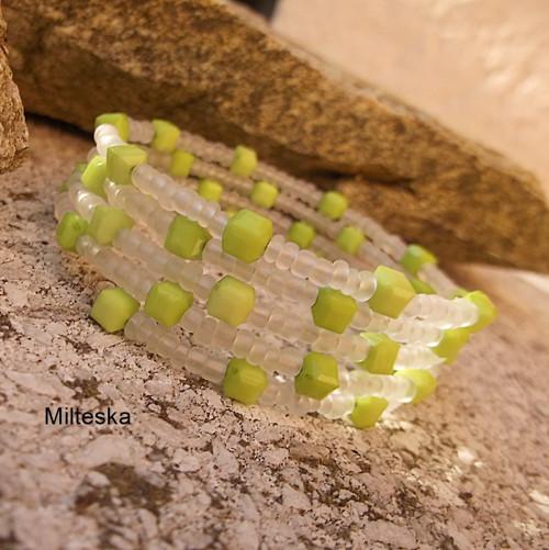 náramek  zelený s bílou