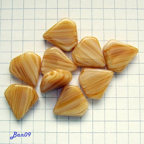 Béžové trojúhelníky