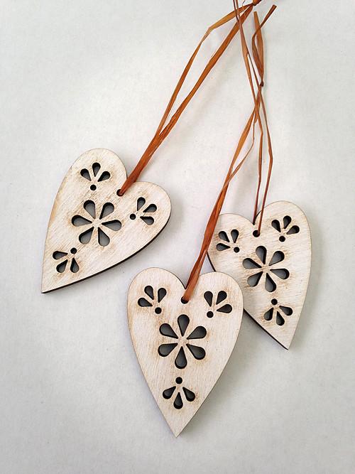 Srdíčko dřevěné dlouhé (BÍLÁ patina)