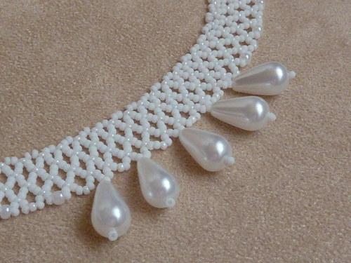 Bílý náhrdelník s perličkami