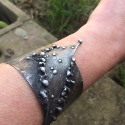 Surový kov  (náramek)