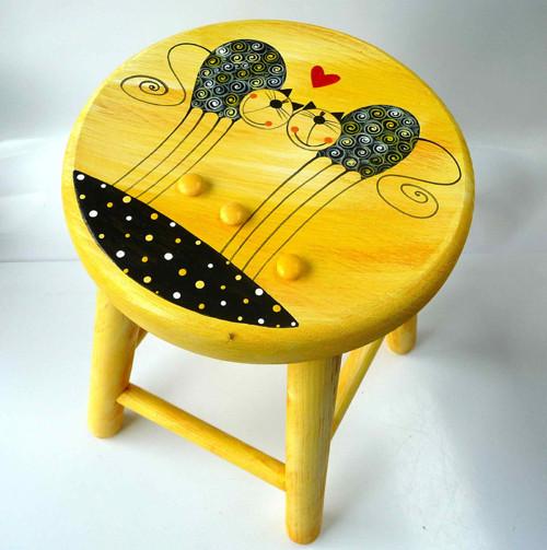 dřevěná stolička s opěradlem - žlutá s tulínky
