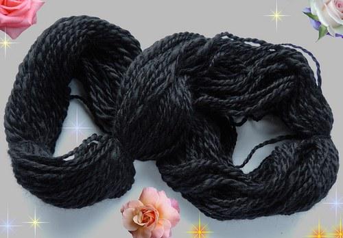 Ručně předená hedvábná příze BLACK WILD