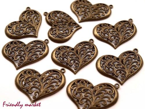 Srdce s ornamenty 30x37mm - přívěsek staromosazný