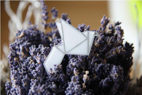 B2* Brož origami jeřáb