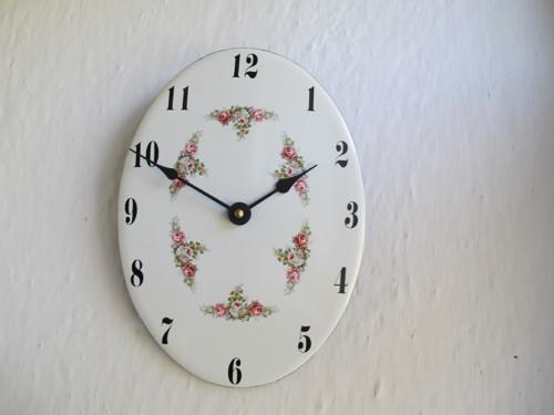 Smaltované hodiny oválné velké 304