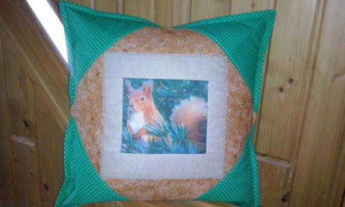 Povlak na polštář - pozdrav od veverky březnové