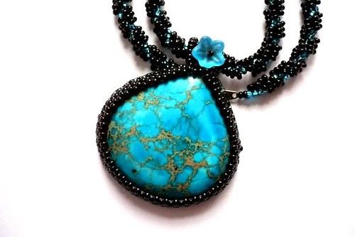 Variscitový náhrdelník