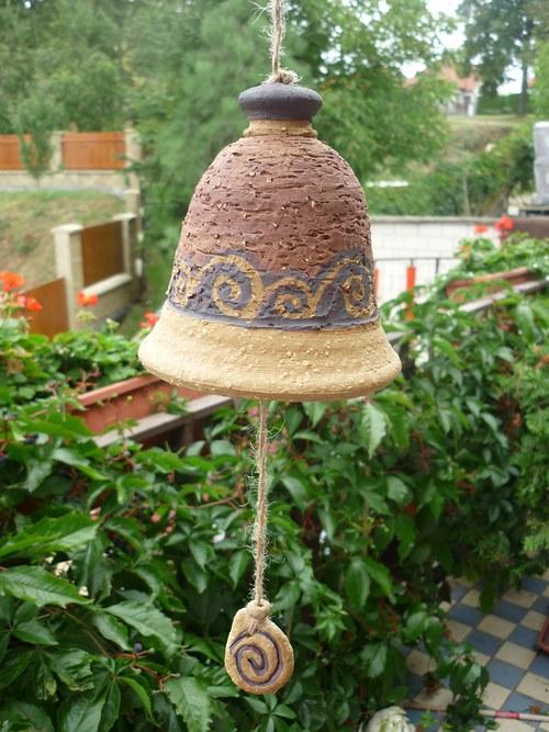 Keramický zvon -s ulitami-červený-13cm