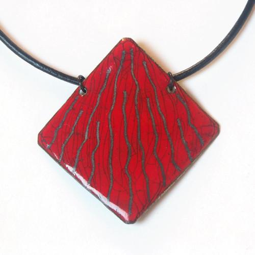 Červený čtverec - smaltovaný náhrdelník