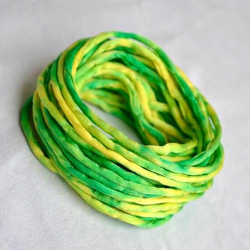 Hedvábná šňůrka silnější žluto-zelená