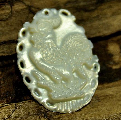 Kamej z perleti č.5 - kohout 28x21 mm sleva 55%