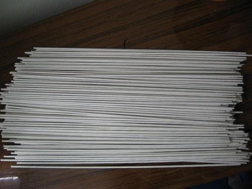 300 kusů bílých ruliček na pletení