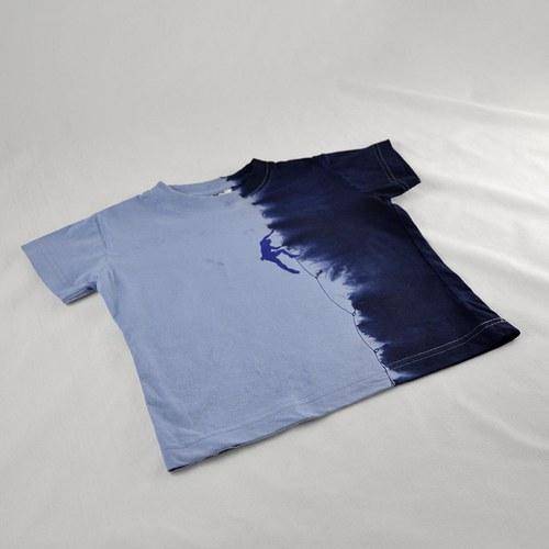 Modré dětské tričko s horolezcem (4 roky)